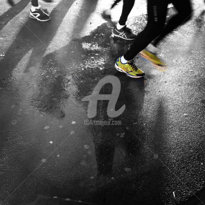 runner Eiffel tower black and white with color - ©  splash pictures, splash, splash art, splash photo, splash photography, photo d'art, motion, sport, run, runner, sneakers, street, road, city, town, paris, jogger, jogging, rue, france, yellow, color, colorful, couleur, noir et blanc, monochrome, black and white, splash artist, splash artiste, urban, urbain, soil, ciment, cement, shadow, ombre, geometry, geometric, géométrie, color splash photo, color splash photo paris, color splash photo vente, color splash photo achat, color splash photo for sale, color splash images, color splash photo buy, Eiffel tower color splash, Eiffel tower color splash poster, Eiffel tower color splash photo, Eiffel tower color splash print, Eiffel tower color splash canvas, eiffel tower black and white with color, eiffel tower black and white with color run, eiffel tower black and white with color runners, eiffel tower black and white with color reflection, eiffel tower black and white with color poster, runner eiffel tower black and white with color, runner eiffel tower black and white with color posters, runner eiffel tower black and white with color canvas, eiffel tower black and white with color canvas posters prints Opere d'arte online