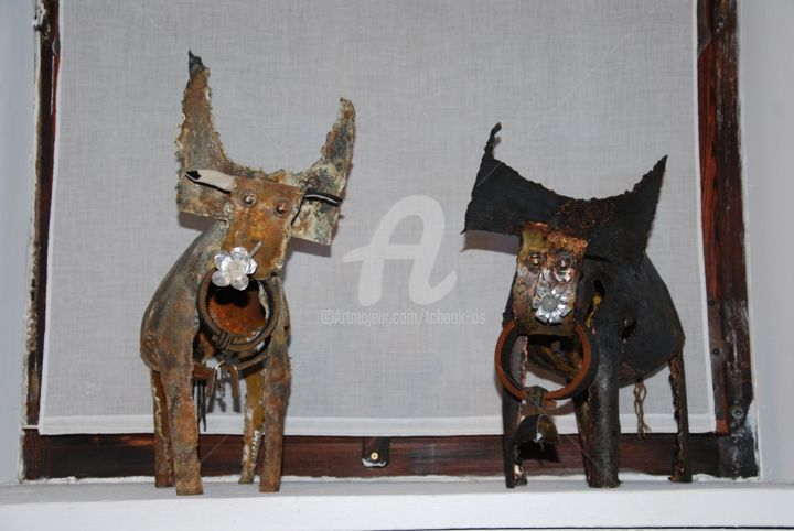 N°13 -Les-Deux-Vaches- - Sculpture,  7.9x14.2x14.2 in, ©2010 by Tchook.Os -                                                                                                                                                                                                                                                                                                              Outsider Art, outsider-art-1044, Animals, Farm, Rural life, Nature