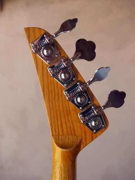 Stripper Bass , mécaniques - Artcraft, ©2008 by Jean Trabalon -