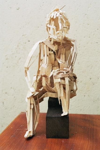 Femme assise - Sculpture,  45 cm ©2004 by Marie Tucat -            corps assemblage bois