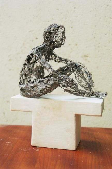 Attente - Sculpture,  9.8 in, ©2003 by Marie Tucat -                                                              corps terre filasse plâtre