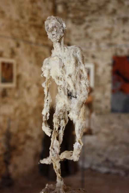 Equilibre - Sculpture,  11.8 in, ©2008 by Marie Tucat -                                                                                                                                                      corps, laine, métal