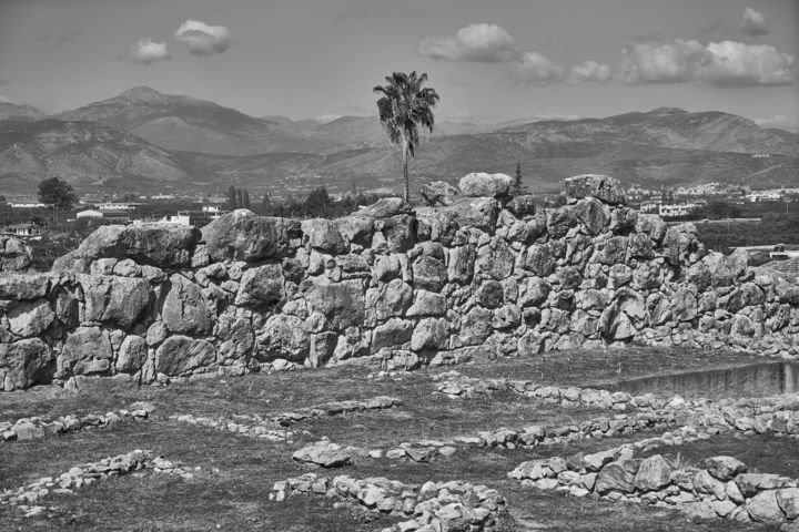 Walls of Tiryns (Peleponnes) - Photography ©2017 by Ulli Heupel -                                                                                                                    Documentary, Photorealism, Land Art, Abstract Art, Architecture, Education, History, Classical mythology, Tiryns, Peleponnes, Schliemann, Archäologie