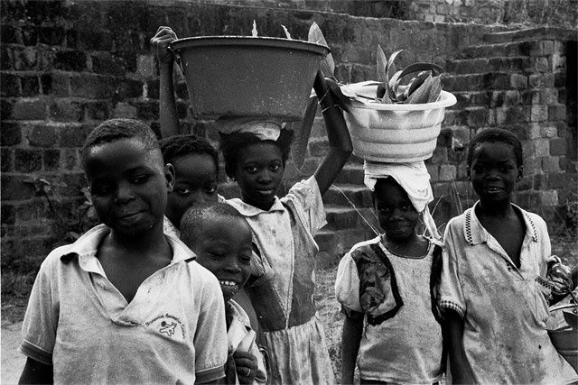 rencontre - Photography, ©1998 by Loïc Auberger -                                                                                                          burkina faso, Black and White