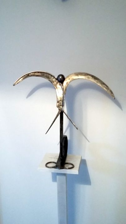 L'HIRONDELLE AU PRINTEMPS - Sculpture,  17.7x17.7x7.9 in, ©2017 by Gerard Lami -                                                                                                                                                                                                                                                                          Figurative, figurative-594, Metal, Animals, sculpture métal