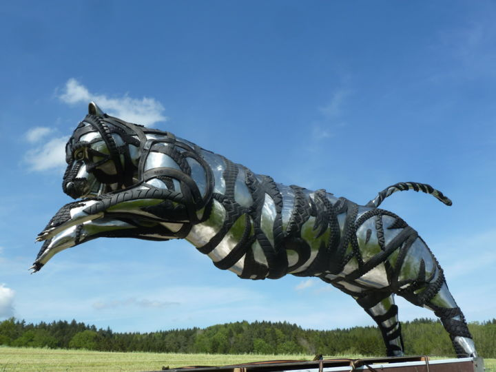 Tiger sculptur.jpg - Sculpture,  4x2.5x1 m ©2016 by webmaster -                                                                        Figurative Art, Other, Stainless Steel, Animals, Metallkunst, Edelstahlskulptur, Recycling Kunst, springender Tiger, Metall Kunstwerk, metal sculpture, recycling art, tire art, tyre sculpture, best ever sculpture