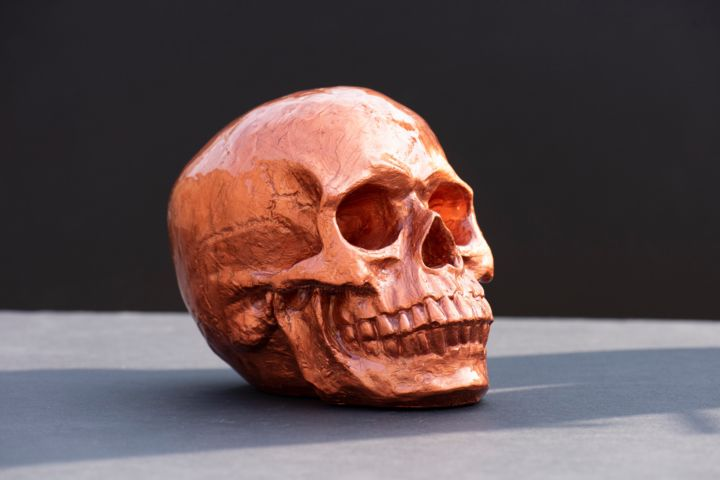 Skull Doré - Sculpture,  17x12x17 cm ©2018 by Xavier WTTRWULGHE -                                                                                    Pop Art, Street Art (Urban Art), Other, Fairytales, Portraits, Skull, Sculpture, résine, couleurs